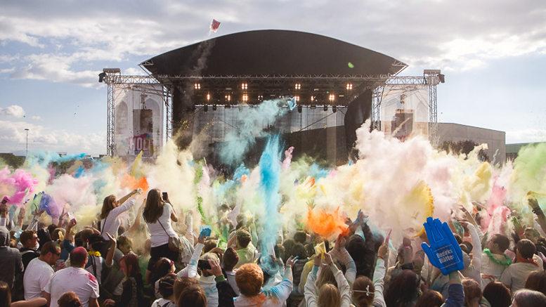 Farben-Regen am HOLI Festival. Foto © Tiefenrausch-Portfolio, z.V.g.