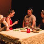 """Iris Teufner (zweite von links) spielt die Jola in Juli Zeh's """"Nullzeit"""" . Außerdem im Bild: Georg Wandl, Martin Freudenthaler und Daniela Freudenthaler (v.l.n.r.). Foto © Christian Kellner, z.V.g."""