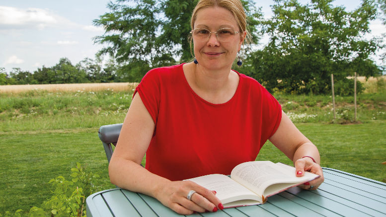 Corinna Bergmann liest im Café Opfestrudl. Foto © Claudia Zawadil für den City-Flyer