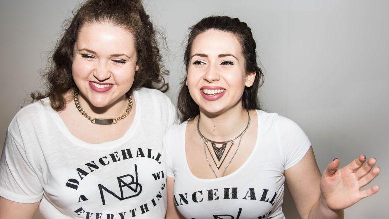 """Anna und Mimi """"Nuh Badda We"""" Kieninger, Dancehall-Kursleiterinnen beim Jugendklub 2019. Foto © Jasmin Peter, z.V.g."""