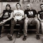 The Zsa Zsa Gabor's sind (von links nach rechts): Paul lé Buche (Gitarre), Mots T. Sux (Bass), ZZ Gabor (Drums) und Hurricane Harry (Gitarre/Gesang) Foto: Martin Moser, z.V.g.