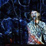 Tim Breyvogel als Akteur in seiner Reise zu den Sinnen, im Dialog mit der Musik auf der Suche nach Befreiung von Schuldhaftigkeit. Foto © Alexi Pelekanos, z.V.g.