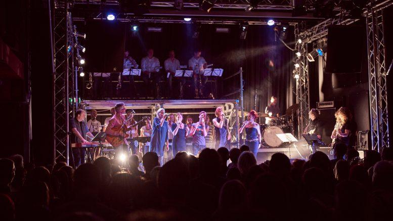 """Songs des BORG St. Pölten Musicals """" Hair """" wurden nach 20 Jahren wiederaufgeführt. Foto © Klaus Engelmayer"""