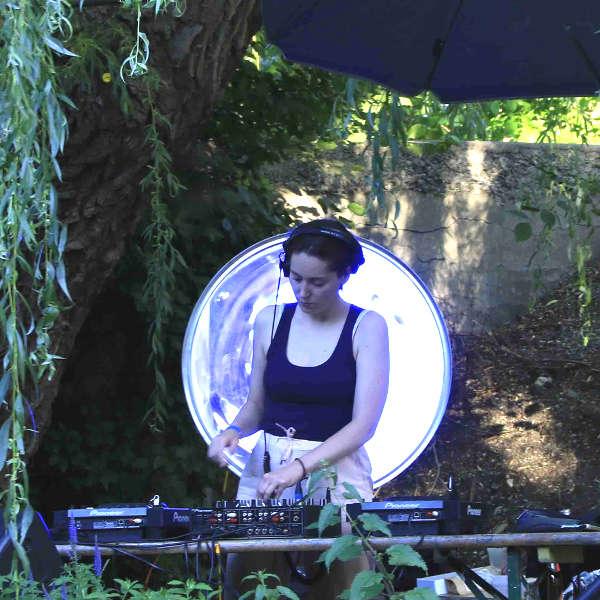Therese Terror (Bild) sorgte gemeinsam mit frauB für das musikalische Programm am LAMES Clubnach/mittag/t. © Viktoria Bayer