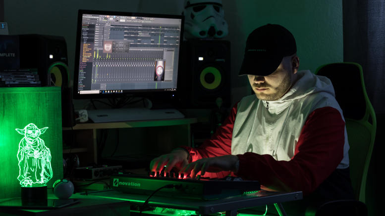 "DJ und Producer Maximilian ""Nephew"" König. Foto: privat, z.V.g."