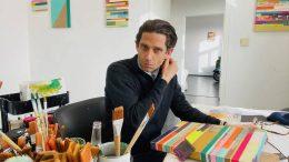 """Florian Nährer arbeitet in seinem Atelier an der Serie """"New Order"""" Foto: privat"""